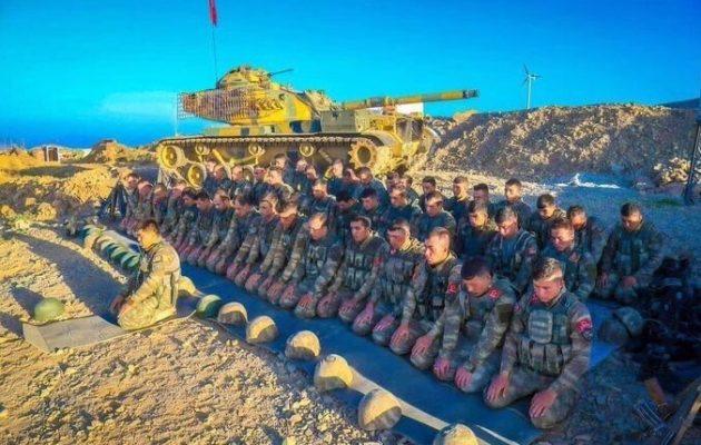 Σε απελπισία του ηθικό των Τούρκων – Οι Κούρδοι τους θερίζουν στην Εφρίν και αυτοί τραγουδούν οθωμανικά τσιφτετέλια (βίντεο)