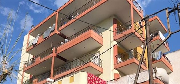 Συναγερμός στη Θεσσαλονίκη: Ανήλικο κορίτσι έπεσε από τον 3ο όροφο πολυκατοικίας
