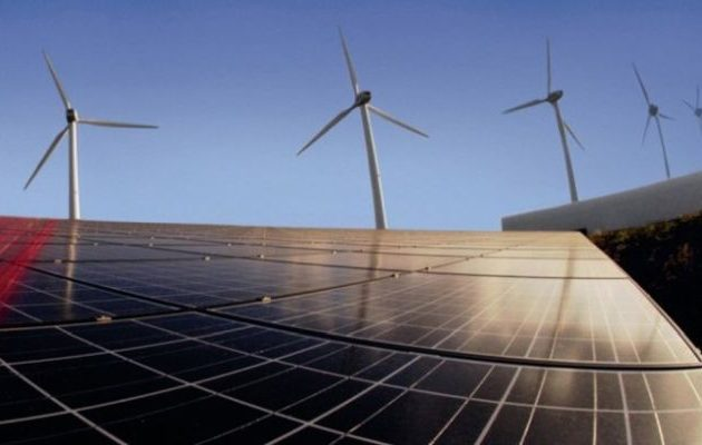 «Έπεσαν» οι υπογραφές για επενδύσεις 2,5 δισ. ευρώ σε ανανεώσιμες πηγές ενέργειας