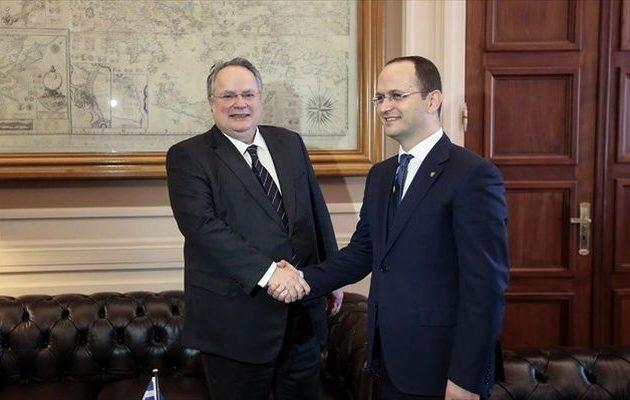 Στα Τίρανα ο Νίκος Κοτζιάς για συνάντηση με τον Αλβανό υπουργό Εξωτερικών