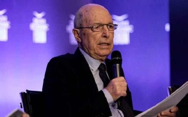 Προκαλεί ο Σημίτης: Ο πρωθυπουργός που «έβλεπε τις μίζες να περνούν» κάνει την… αθώα περιστερά