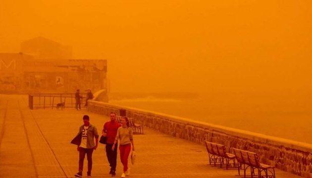 Σε συναγερμό η Κρήτη από το κύμα αφρικανικής σκόνης που «καταπίνει» το νησί