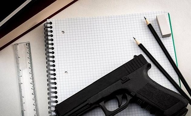 Καθηγητής σε σχολείο των ΗΠΑ πυροβόλησε μέσα στην τάξη – Τραυματίστηκε μαθητής
