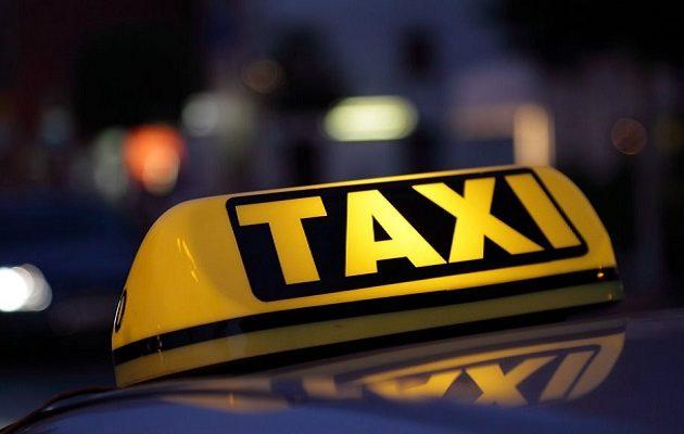Ταξιτζής ξεγέννησε γυναίκα μέσα στο ταξί στο κέντρο της Αθήνας