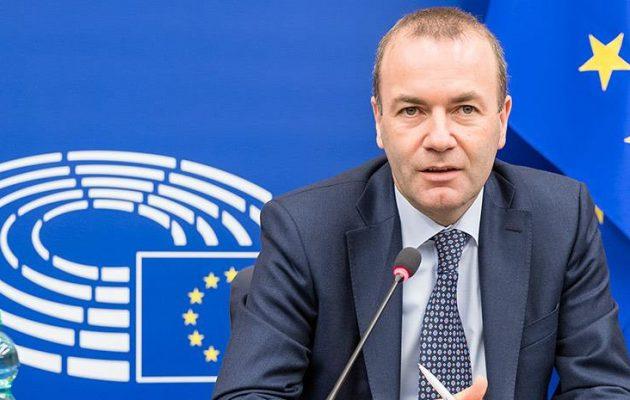 Ο Βέμπερ του ΕΛΚ ζητά απαγόρευση εξαγωγής εμβολίων που παράγονται εντός ΕΕ
