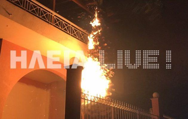 Φλέγεται η Ηλεία: Καίγονται σπίτια – Ζητήθηκε η εκκένωση του χωριού Σκιλλουντία (βίντεο)