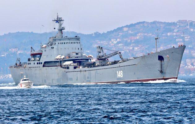 Ρωσικό μεταγωγικό πέρασε τον Βόσπορο και πλέει προς τη Συρία φορτωμένο τεθωρακισμένα (φωτο)
