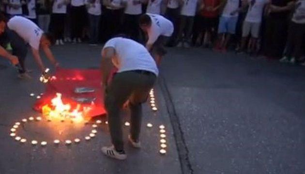 Έκαψαν τουρκική σημαία στις εκδηλώσεις για την 103η επέτειο της Γενοκτονίας των Αρμενίων (βίντεο)