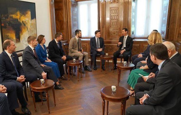 Ο Άσαντ δέχθηκε Ρώσους βουλευτές στη Δαμασκό μετά τη δυτική επίθεση