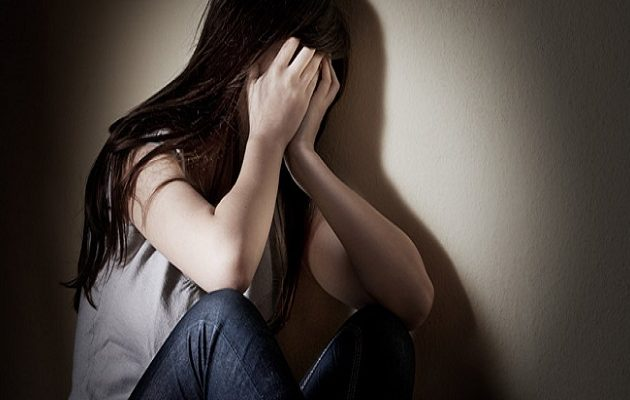 14χρονη αυτοκτόνησε γιατί δεν την άφησαν οι γονείς της  να πάει σε πάρτι