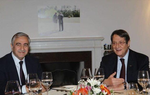 Αναστασιάδης και Ακιντζί ετοιμάζονται για δείπνο «κρας τεστ»