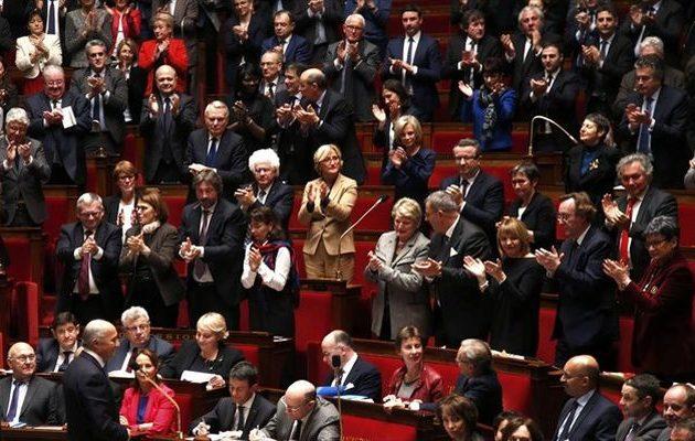 Η Γαλλία ψήφισε νόμο για πιο σκληρή πολιτική ασύλου και μετανάστευσης