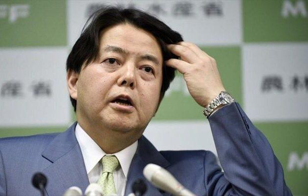 Σάλος στην Ιαπωνία: Πήρε το υπουργικό αυτοκίνητο και… πήγε για «σέξι γιόγκα»