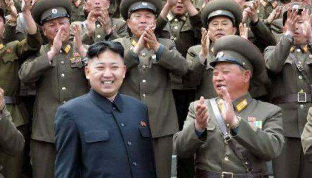 Απίστευτο: Ο Κιμ Γιονγκ Ουν θα κουβαλήσει τη δική του τουαλέτα στη Νότια Κορέα