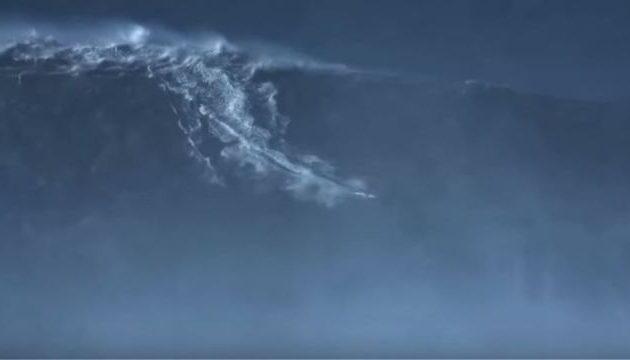 Κόβει την ανάσα: Σέρφερ «καβάλησε» κύμα-μαμούθ ύψους 24,4 μέτρων (βίντεο)