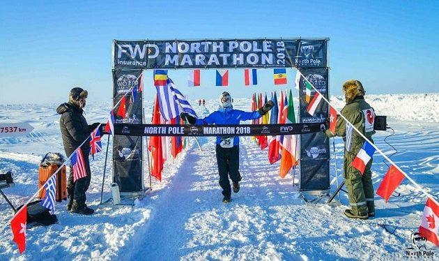 Ποιος είναι ο Έλληνας που κέρδισε στο Mαραθώνιο του Βόρειου Πόλου (βίντεο)