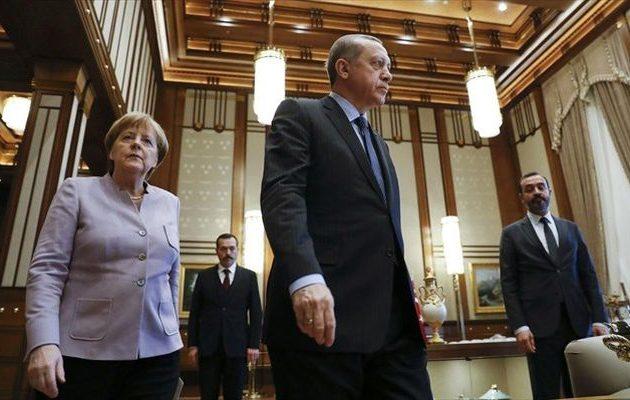 Γιατί η Μέρκελ δεν θέλει να δει την Τουρκία να πέφτει στο γκρεμό