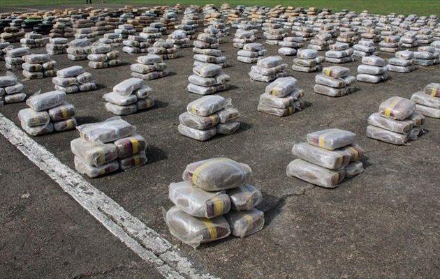 Οι Ισπανοί βρήκαν «βουνά» κοκαΐνης μέσα σε κοντέινερ για μπανάνες