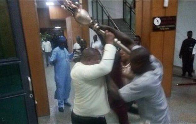 Βρήκαν το κλεμμένο σκήπτρο που «ξεπαγώνει» τη Νιγηρία (βίντεο)