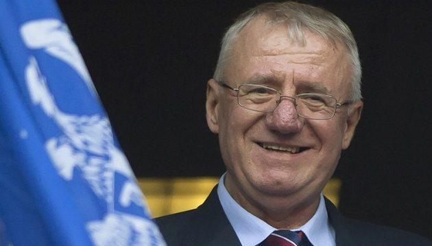 Ο ηγέτης της σερβικής ακροδεξιάς πάτησε την κροατική σημαία ενώπιον Κροατών βουλευτών
