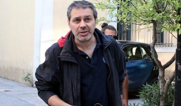 Συνελήφθη ο Στέφανος Χίος έξω από τα γραφεία της εφημερίδας «Μακελειό»