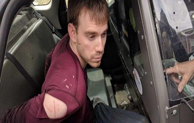 Συνελήφθη ο γυμνός εκτελεστής του Τενεσί – Σκότωσε τέσσερα άτομα σε εστιατόριο