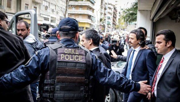 Ελεύθερος ένας από τους 8 Τούρκους στρατιωτικούς – Αστυνομικοί θα τον φρουρούν όλο το 24ωρο