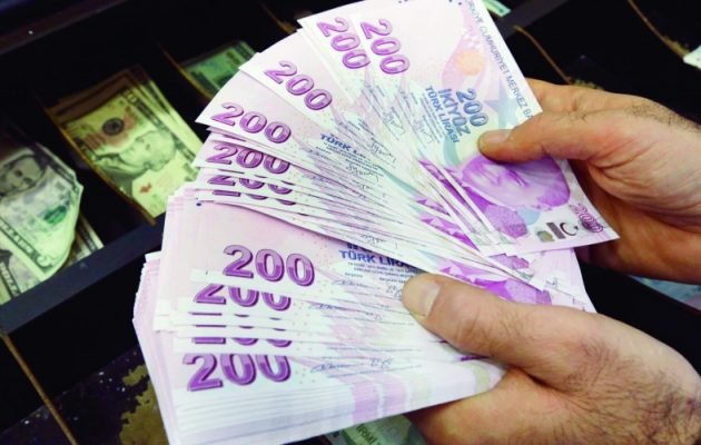 Wall Street Journal: Η Τουρκία αντιμετωπίζει μία εντεινόμενη καταιγίδα στην οικονομία