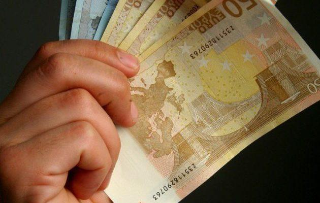 Ποιος Έλληνας ηθοποιός λέει ότι παίρνει 4.000 ευρώ τον χρόνο από τις επαναλήψεις (βίντεο)