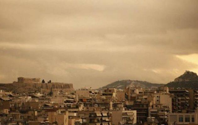 Καιρός: Συννεφιά με ζέστη και σκόνη την Πέμπτη