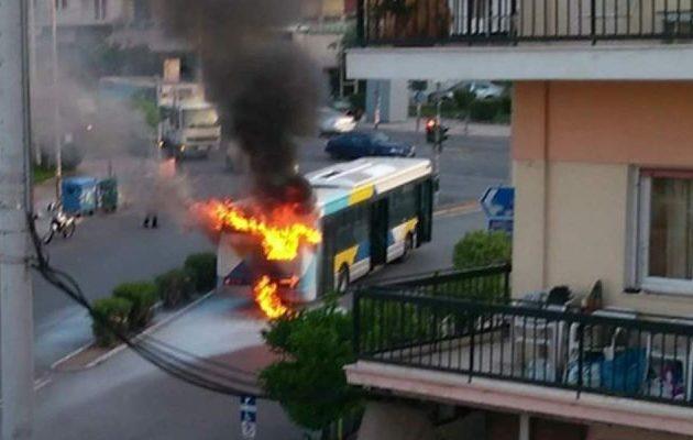 Πανικός στη Νίκαια – Λαμπάδιασε λεωφορείο του ΟΑΣΑ (φωτο)