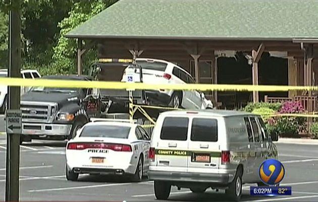 Σκότωσε κόρη και νύφη πέφτοντας με το αυτοκίνητο στο εστιατόριο όπου έτρωγαν