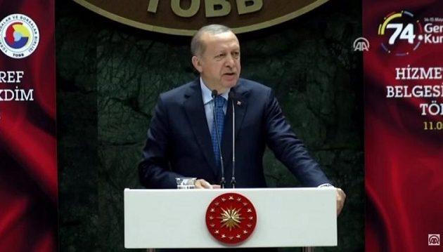 Ο Ερντογάν αποκάλεσε την Ελλάδα «τελειωμένη χώρα» ενώ η τουρκική λίρα καταρρέει