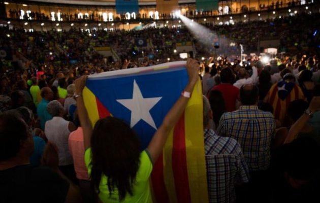 """Οι γερμανικές μυστικές υπηρεσίες «βλέπουν"""" ρωσικό δάκτυλο στην Καταλονία"""