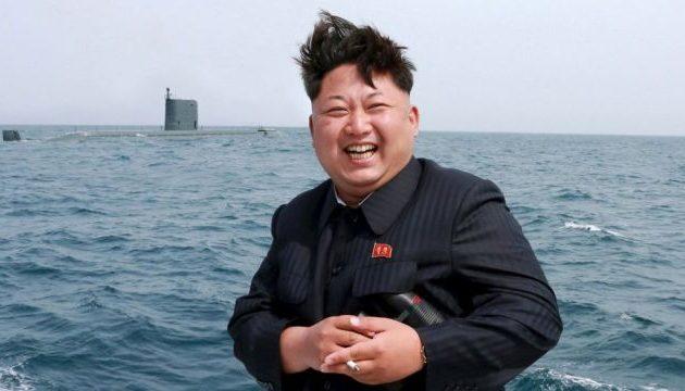 Πρώην αξιωματούχος της Βόρειας Κορέας: Ο Κιμ Γιονγκ Ουν «δεν μπορεί να σηκωθεί μόνος του ή να περπατήσει κανονικά»
