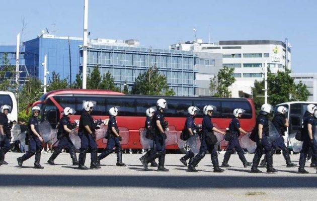 Τελικός Κυπέλλου ΑΕΚ-ΠΑΟΚ: Ξυλοκόπησαν οπαδούς του ΠΑΟΚ και έβαλαν φωτιά στο όχημά τους