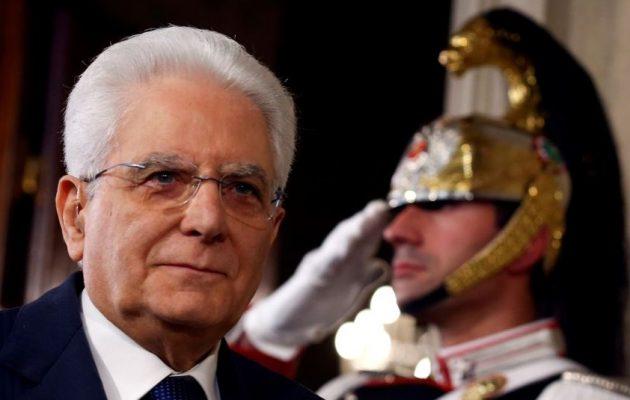 Ο Πρόεδρος της Ιταλίας μετά το πραξικόπημα δίνει εντολή κυβέρνησης σε αξιωματούχο του ΔΝΤ
