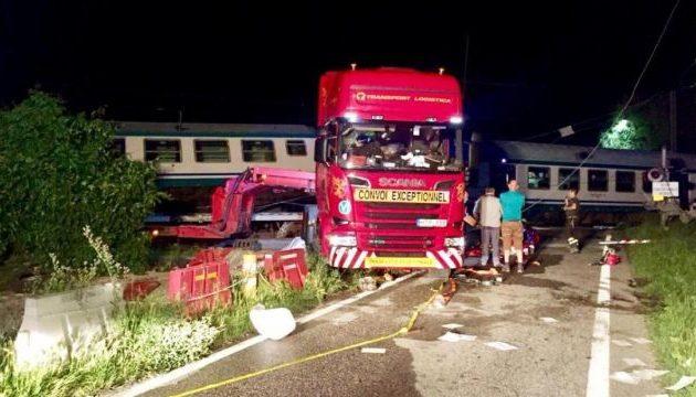 Τραγωδία στην Ιταλία: Τρένο συγκρούστηκε με νταλίκα – Δύο νεκροί (φωτο)