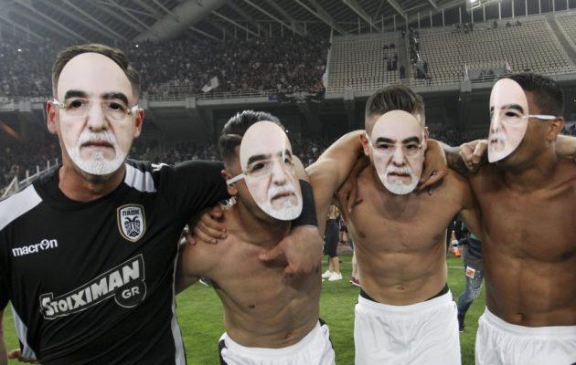 Με μάσκες Ιβάν Σαββίδη πανηγύρισαν οι παίκτες του ΠΑΟΚ το Κύπελλο