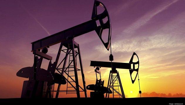 Καταρρέει ο «μαύρος χρυσός» – «Βουτιά» 4% στην τιμή του πετρελαίου