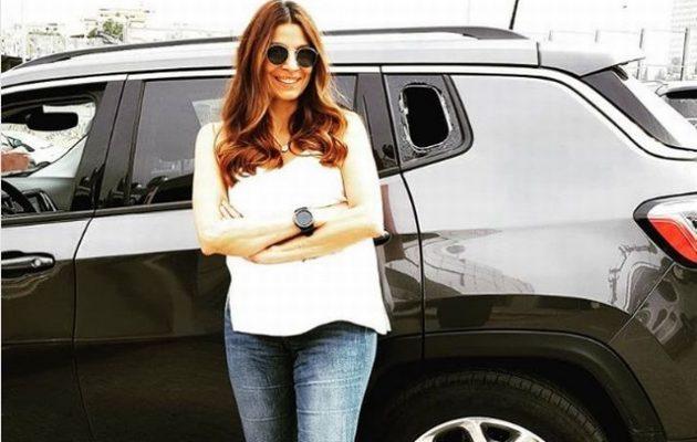 Γιατί χαμογελά η Τσαπανίδου ενώ της έσπασαν το αυτοκίνητο