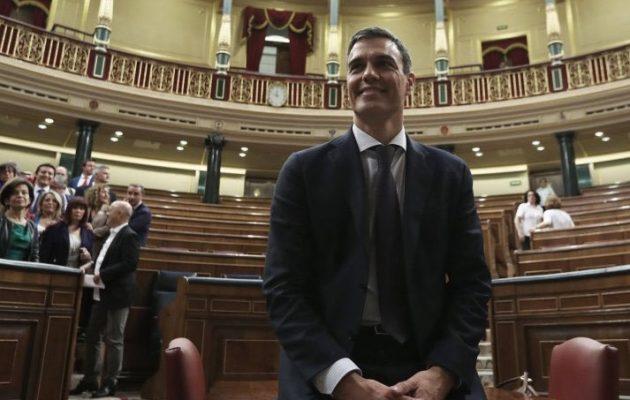 Με πολιτικό όρκο πρωθυπουργός της Ισπανίας ο σοσιαλιστής Πέδρο Σάντσεθ