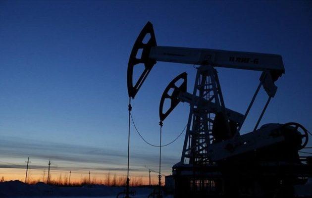 Η Ρωσία προειδοποιεί ότι θα εγκαταλείψει τα συμβόλαια πετρελαίου σε αμερικανικό δολάριο