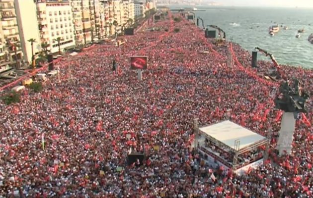 Τεράστια προεκλογική συγκέντρωση του αντίπαλου του Ερντογάν στη Σμύρνη