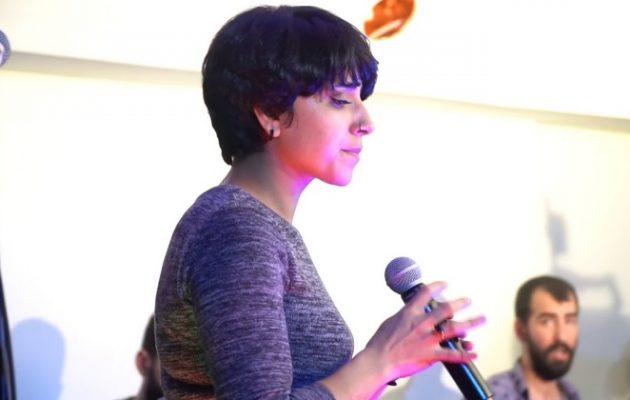 Οι τουρκικές Αρχές συνέλαβαν Κούρδισσα τραγουδίστρια επειδή τραγούδησε τη λέξη «Κουρδιστάν»