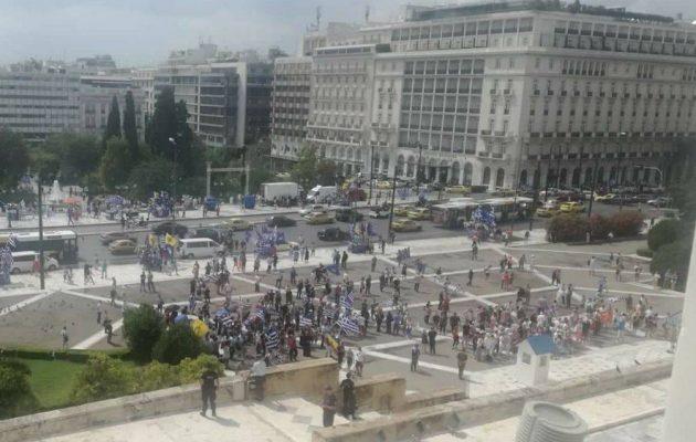 Ο πατριωτικός λαός της Αθήνας αρνείται να συμμετάσχει στην ακροδεξιά φιέστα – Άδειο το Σύνταγμα