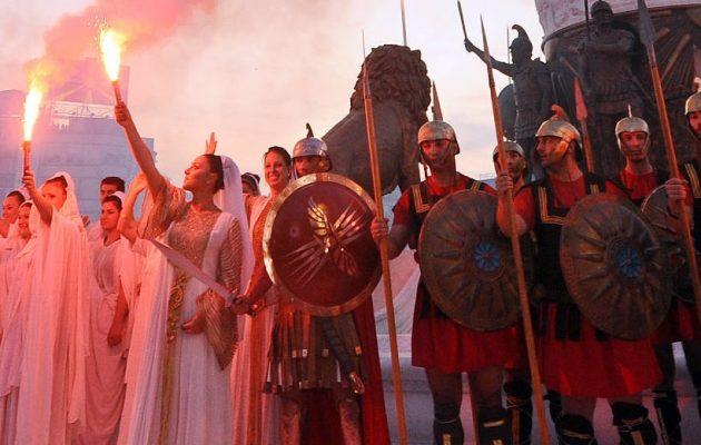 Μια γενιά μουρλαμένη στα Σκόπια από τα σχολικά βιβλία του Γκρουέφσκι – Ακόμα και δάσκαλοι πιστεύουν ότι είναι αρχαίοι Μακεδόνες
