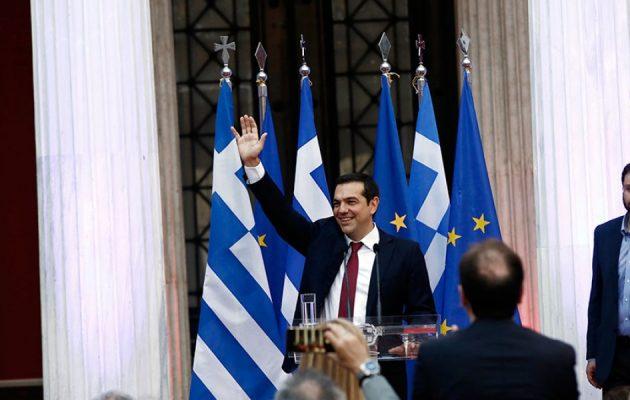 Ο Τσίπρας με γραβάτα στο Ζάππειο: Πήραμε την Ελλάδα πίσω – Τώρα μειώσεις φόρων και αυξήσεις μισθών
