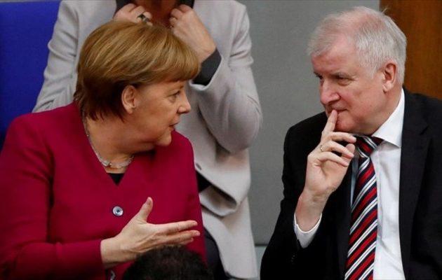 Ζέεχοφερ για Μέρκελ: «Δεν μπορώ να συνεργαστώ άλλο με αυτή τη γυναίκα» – Κυβερνητική κρίση στη Γερμανία