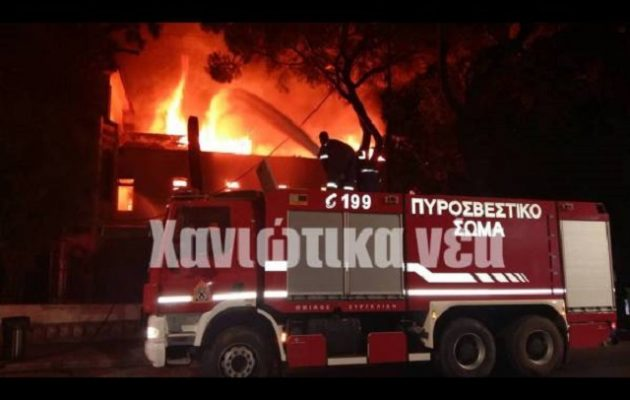 Καίγεται το Πολεμικό Μουσείο των Χανίων